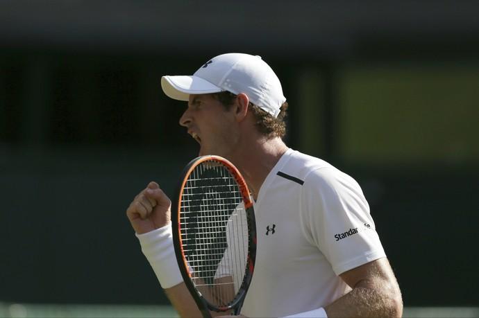 Andy Murray segue jogando bem em casa (Foto: AP Photo/Tim Ireland)