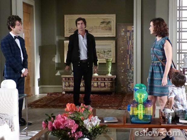 Shin visita a casa da família Avelar e dá de cara com Lara e Tomás (Foto: Geração Brasil/TV Globo)