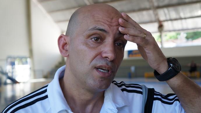 Cacau - técnico do Kairat Almaty - futsal (Foto: Augusto Gomes/GloboEsporte.com)