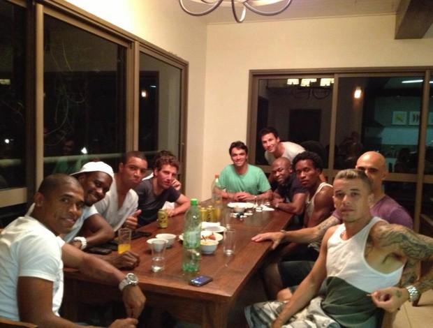 Jogadores da dupla Gre-Nal reunidos em foto (Foto: Reprodução/Facebook)