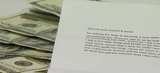 Ladrão devolveu dinheiro roubado há 30 anos e pediu para que policiais encontrassem o dono (Foto: Reprodução)