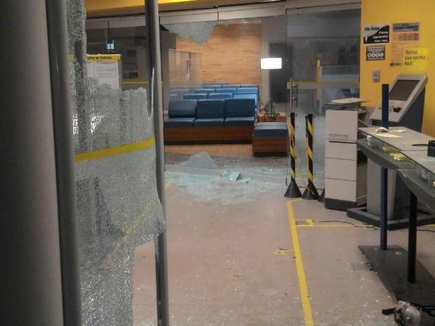 Oos bandidos atacaram um posto policial e fizeram reféns (Foto: Divulgação/ Polícia)