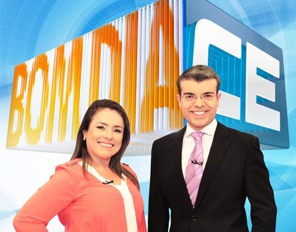 Evelline Frota e Leal Mota Filho apresentam o Bom Dia Ceará. (Foto: Divulgação/TV Verdes Mares)