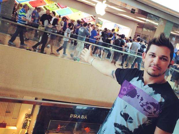 Cirio ficou mais de quatro horas na fila para entrar na loja (Foto: Cirio Junior / Arquivo Pessoal)