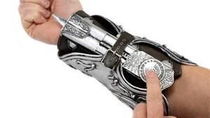 Lâmina 'Wrist Blade' de 'Assassin's Creed' ganha versão de brinquedo 176429_440x350