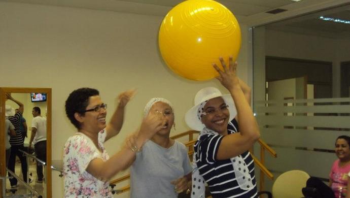 Aula de pilates durante o tratamento de combate ao câncer de mama (Foto: Márcia Melo/ arquivo pessoal )