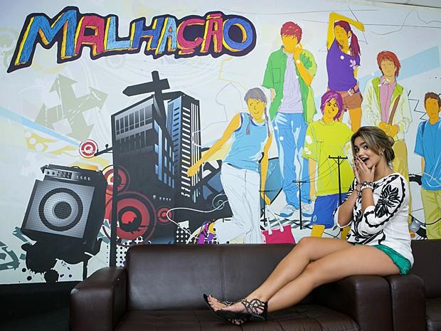 Suzanna Freitas percorreu o Projac durante um dia de gravação (Foto: Inácio Moraes / Gshow)