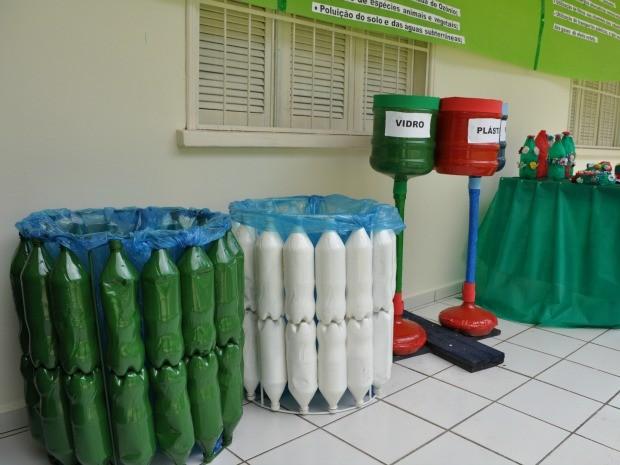 Alunos reciclam lixo e constroem jardim em escola de Cruzeiro do Sul