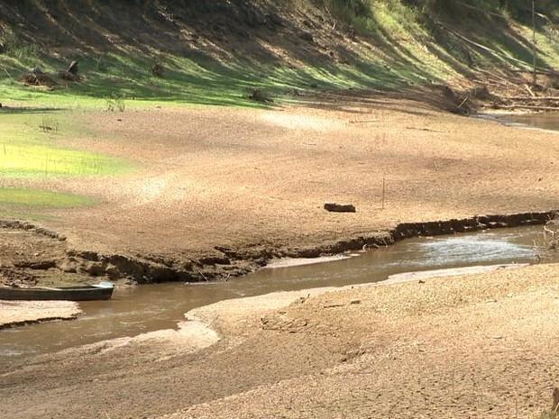 Situação do Rio Santa Maria da Vitória (Foto: Reprodução/ TV Gazeta)