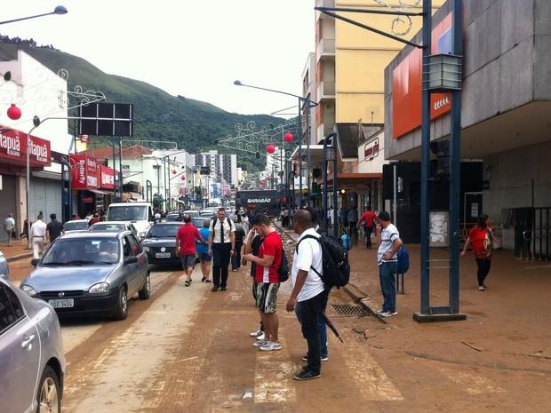 Ruas da área central ainda estão com muita lama e sujeira em Poços de Caldas (Foto: Wanderson Araújo)