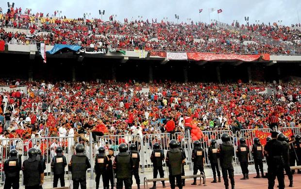 torcida na partida entre Al-Ahly e Esperance (Foto: AP)