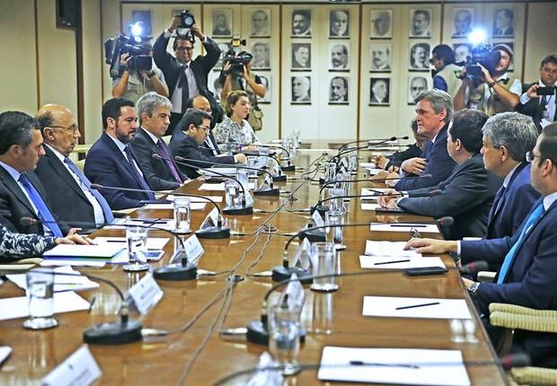 Meirelles recebe membros da Comissão Mista de Orçamento (Foto: José Cruz/Agência Brasil)