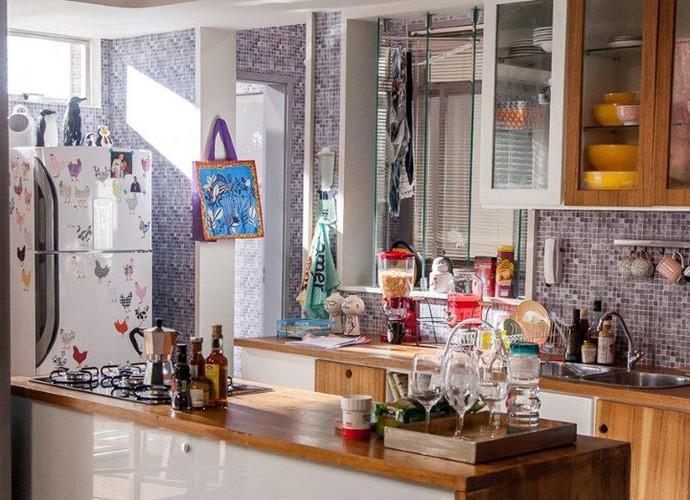 A cozinha é muito bem integrada (Foto: Arthur Meninea/Gshow)