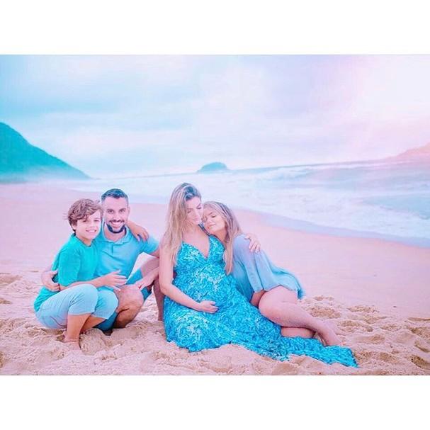 Mico Freitas, Kelly Key e os filhos da cantora, Jaime Vitor e Suzanna  (Foto: Reprodução Instagram)