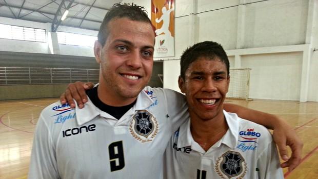 Dupla foi responsável direta por quatro dos cinco gols alvinegros no jogo (Foto: Richard Pinheiro/Globoesporte.com)