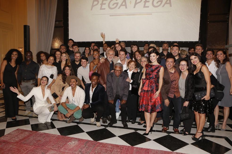 Elenco e equipe apresentam 'Pega Pega' para a imprensa e convidados (Foto: Felipe Monteiro/ Gshow)