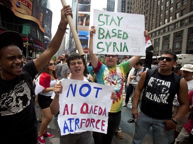 Em Nova York protestos ocorreram na Times Square (Foto: Carlo Allegri/Reuters)