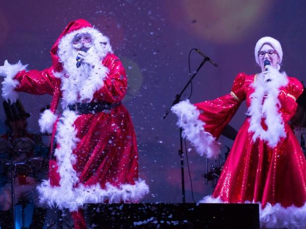 Papai Noel cantor faz shows gratuitos em Piracicaba (Foto: Antonio Trivelin)