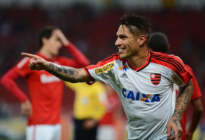 Guerrero gol Inter x Flamengo (Foto: EDU ANDRADE - Agência Estado)