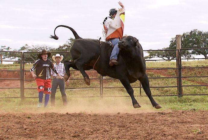O montador de touros Silvano Alves é sinônimo de sucesso mundial (Foto: Reprodução/TV TEM)