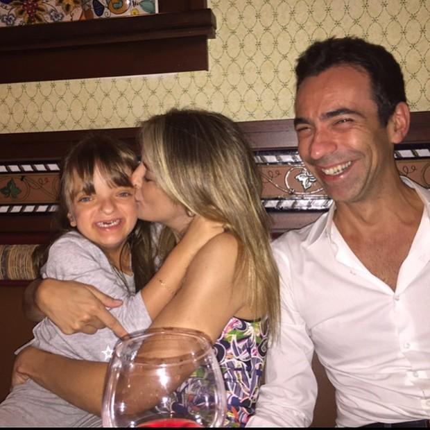 Ticiane Pinheiro e César Tralli com Rafaella Justus em Orlando, nos Estados Unidos (Foto: Instagram/ Reprodução)
