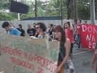 Protesto de professores e estudantes bloqueia avenida em São Carlos, SP