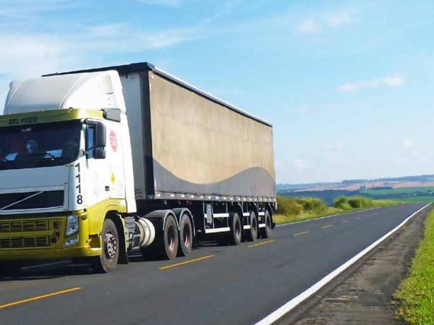 Mais de cinco mil quilômetros de estradas foram analisados no Paraná; na foto, a PR-090, em Piraí do Sul (Foto: Divulgação/ CNT)
