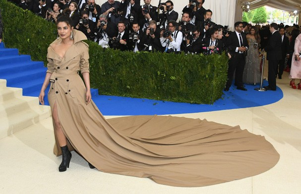 """NEW YORK, NY - MAY 01:  Priyanka Chopra attends the """"Rei Kawakubo/Comme des Garcons: Art Of The In-Between"""" Costume Institute Gala at Metropolitan Museum of Art on May 1, 2017 in New York City.  (Photo by Dia Dipasupil/Getty Images For Entertainment Weekl (Foto: Getty Images For Entertainment W)"""