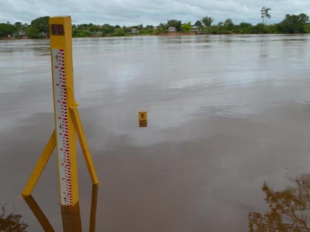 Nível do Rio Machado ainda não apresentou aumento significativo (Foto: Pâmela Fernandes/G1)