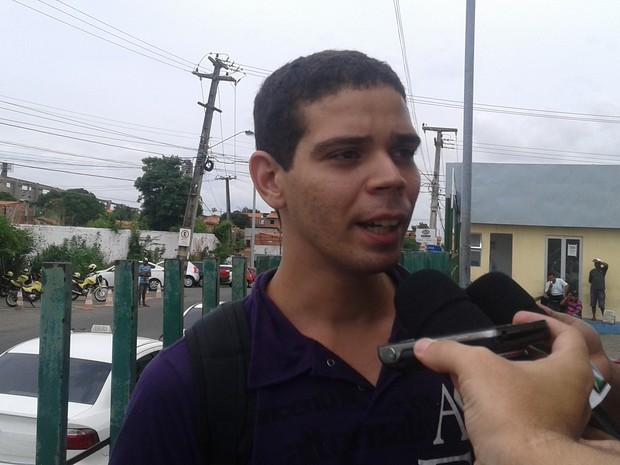 Irmão do skatista Zacarias Gondim fala sobre dificuldades para encontrar hospital (Foto: Catarina Costa / G1)