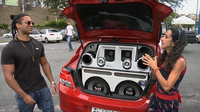 Apaixonados por carros mostram o que mudaram no veículo (Foto: TV Bahia)