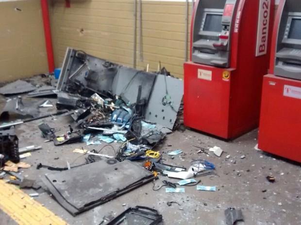 Caixa eletrônico foi explodido na madrugada deste domingo em Porto Alegre (Foto: Polícia Civil/Divulgação)