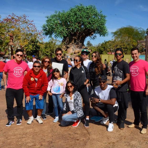 Anitta com a família Animal Kingdon (Foto: Instagram)