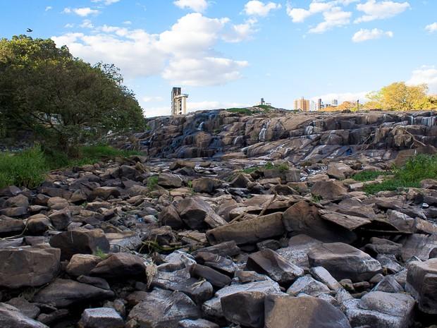 Piracicaba virou 'rio de pedras' devido à estiagem (Foto: José Furlan Pissol/ VC no G1)