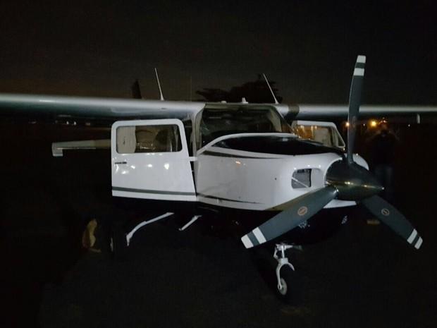 Polícia Civil recuperou avião furtado após falsa transferência bancária Luziânia Goiás (Foto: Reprodução/TV Anhanguera)