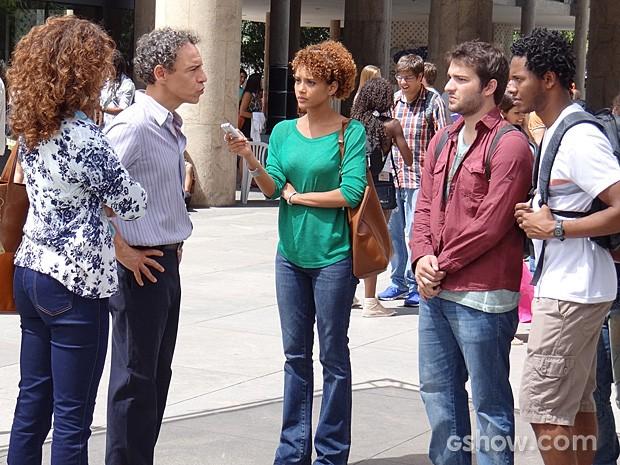 Verônica tenta defender Davi e Matias, mas o reitor está irredutível (Foto: Geração Brasil / TV Globo)