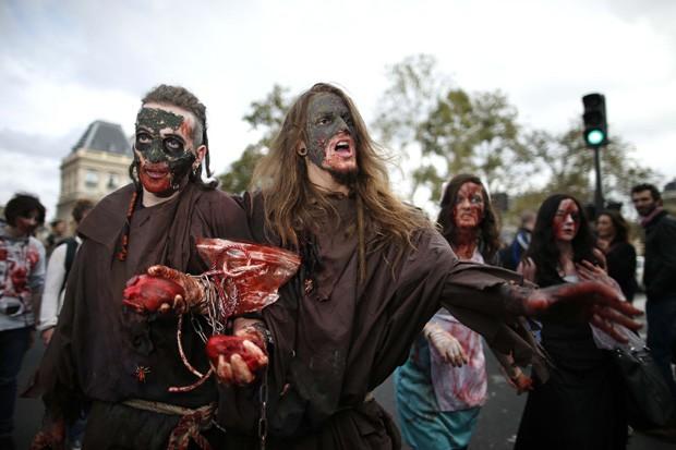 Evento de 'mortos-vivos' ocorreu em Paris, na França (Foto: Benoit Tessier/Reuters)
