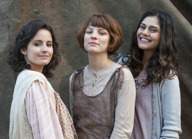 Amanda De Godoi, Giulia Gayoso e Jéssika Alves serão as irmãs Felícia, Natália e Helena (Foto: Divulgação/TV Globo)