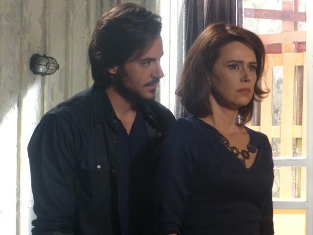 O que será que Sandra e Herval estão escondendo? (Foto: Geração Brasil/TV Globo)