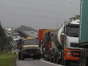 Nova medida adota por Cubatão gera congestionamento nas estradas (Foto: Carlos Nogueira / Jornal A Tribuna de Santos)
