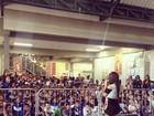 Anitta faz show para crianças: 'Poderosinhas'