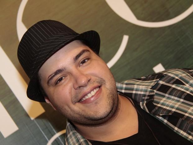 Tiago Abravanel em estreia de peça no Rio (Foto: Isac Luz/ EGO)