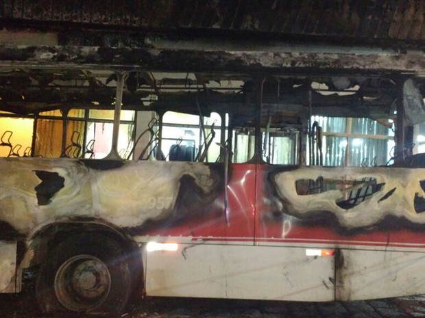 Polícia investiga causas do incêndio (Foto: TEM Você)