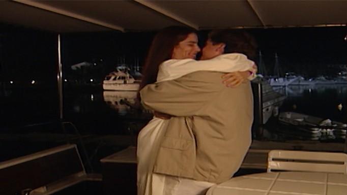 Ruth pede desculpas a Marcos, e ele a leva para passear de barco.
