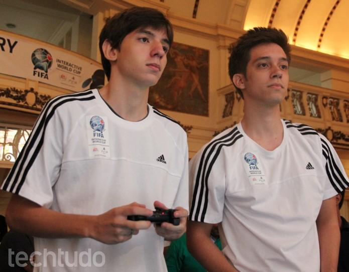 Luccas e Rafael se concentram na partida final na FIWC 2014 (Foto: Carol Danelli/ TechTudo)