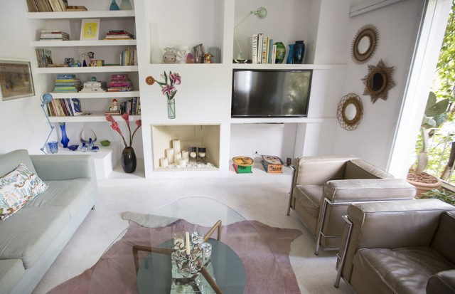 A sala da casa da designer e diretora de arte Lucas Schiller (Foto: Rafael Avancini)