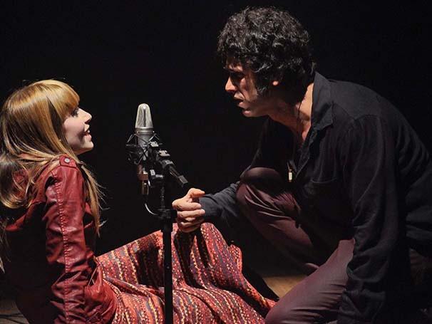 Eriberto Leão interpreta um fã de Jim Morisson, líder da banda The Doors (Foto: Divulgação)