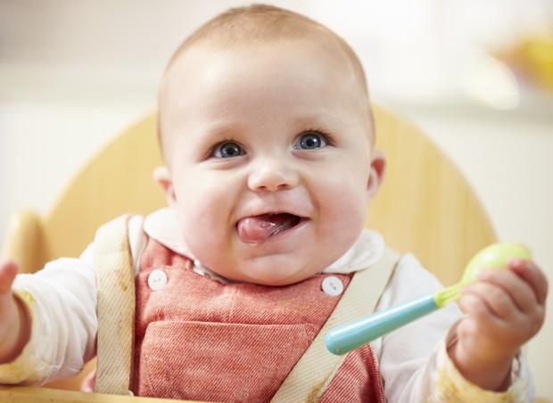 bebê; comendo; alimentação (Foto: ThinkStock)