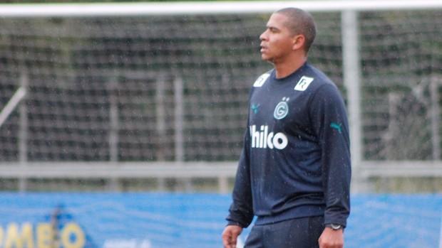 Walter, atacante do Goiás, treina em Porto Alegre (Foto: Diego Guichard / GLOBOESPORTE.COM)