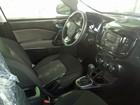 Picape 'quase média' da Fiat tem interior flagrado por internauta